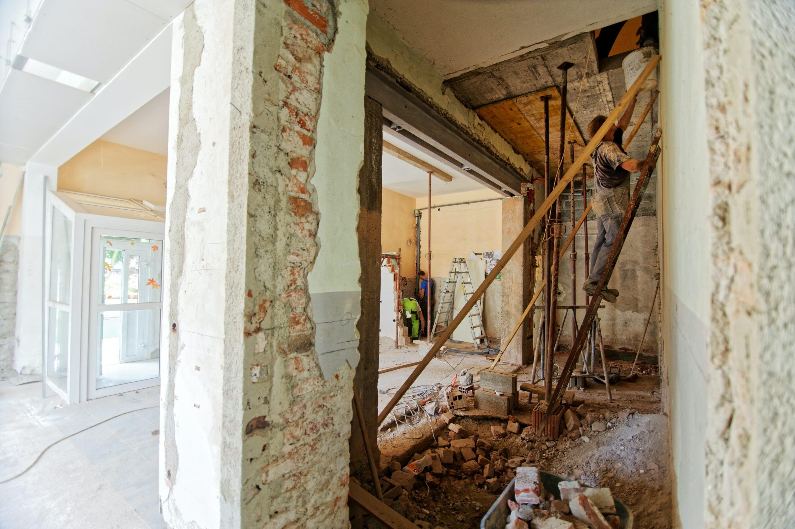 trockenbau scaled - Renovierung und Sanierung